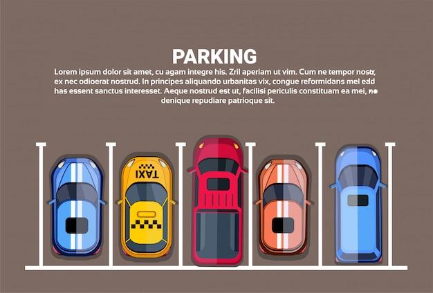 Vue de dessus des parkings de la ville avec un ensemble de voitures différentes Vecteur Premium