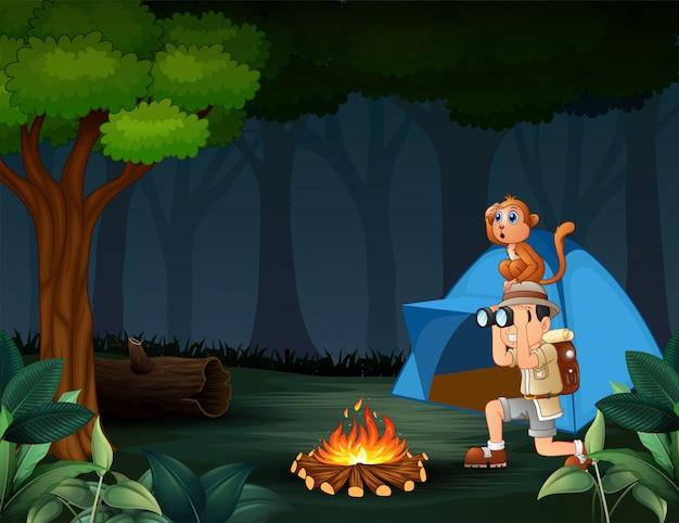 Zookeeper et son singe campant dans la forêt Vecteur Premium