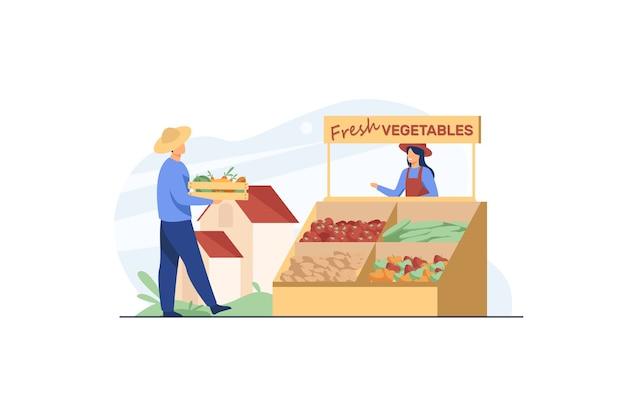 Agricultores felices vendiendo verduras frescas. vector gratuito