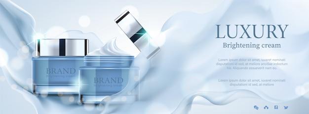 Anuncios cosméticos de banner de lujo, exquisito contenedor con satén púrpura sobre fondo bokeh Vector Premium