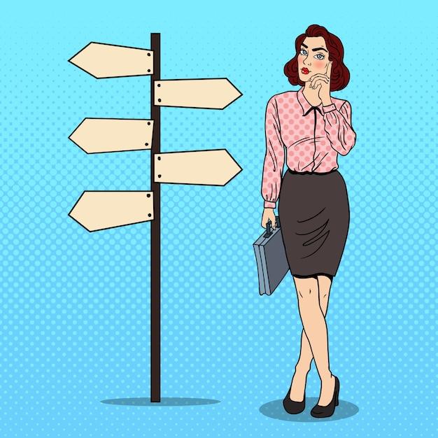Arte pop doubtfull mujer de negocios en signo de puntero de cruce de caminos. Vector Premium