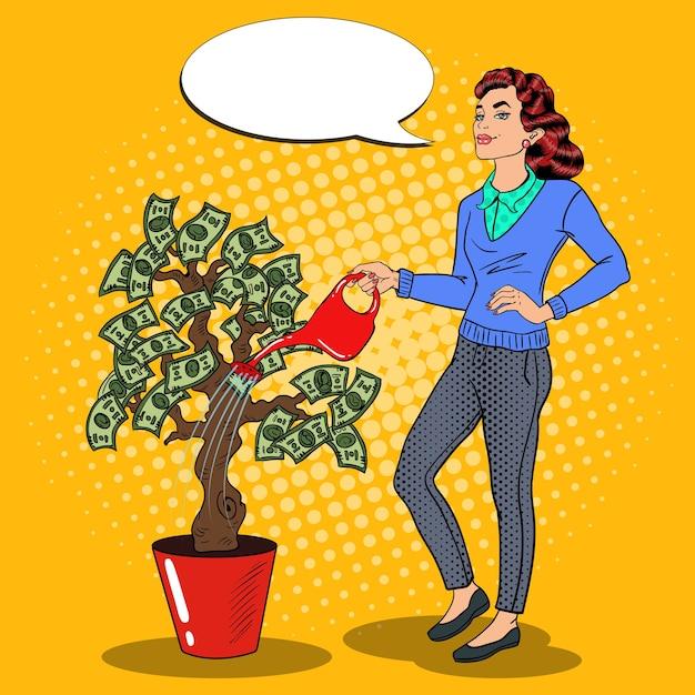 Arte pop sonriente mujer rica regando el árbol del dinero con bocadillo de diálogo cómico. ilustración Vector Premium