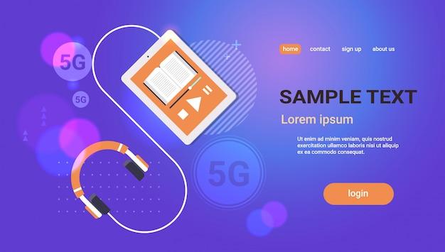 Audiolibro con auriculares concepto de conexión de sistemas inalámbricos de red en línea 5g quinta generación innovadora de concepto de internet de alta velocidad Vector Premium