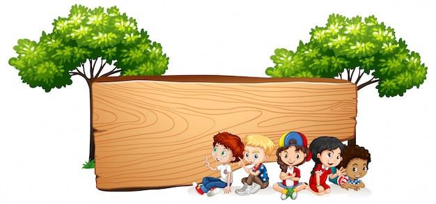 Banner en blanco con niños felices vector gratuito