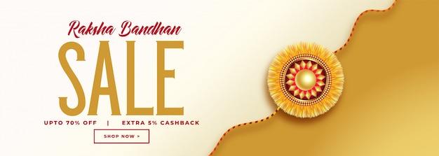 Banner de venta hermoso raksha bandhan con rakhi dorado vector gratuito