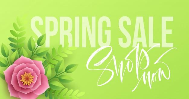 Banner de venta de primavera con flores de papel y letras de caligrafía. Vector Premium
