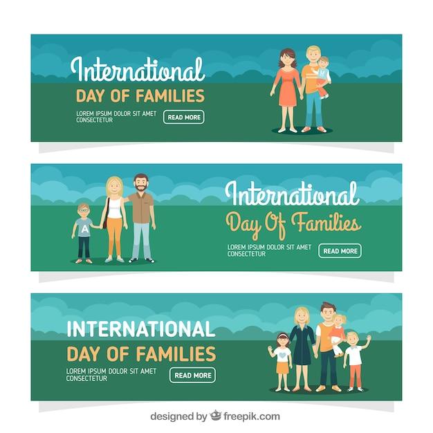 Banners lindos con tres familias felices vector gratuito