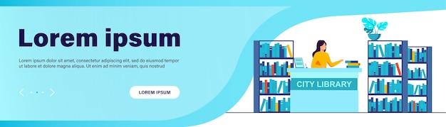 Bibliotecario sonriente mujer de pie en el mostrador. libro, estante, papel ilustración vectorial plana vector gratuito
