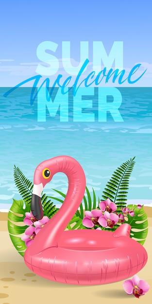 Bienvenido bandera de verano con hojas de palma, flores de color rosa, flamenco de juguete, playa y océano. vector gratuito
