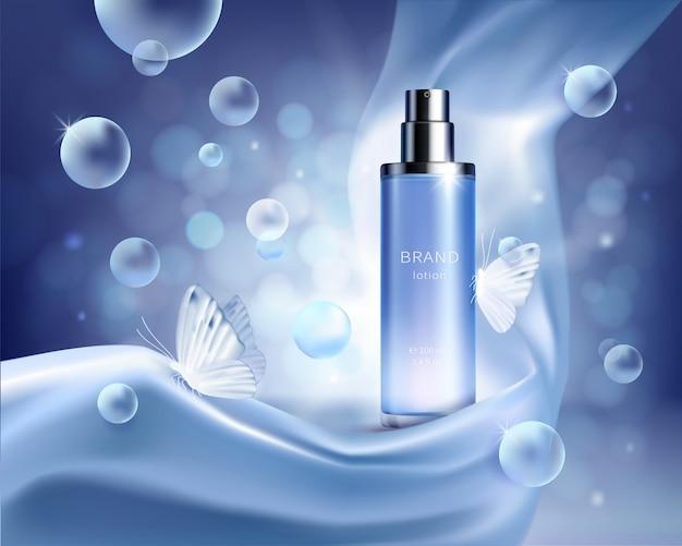 Botella de spray de vidrio azul claro en pliegues de tela de seda sobre fondo azul con burbujas de aire vector gratuito