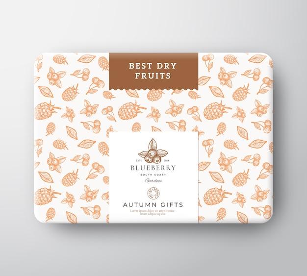 Caja de cartón de frutos secos y bayas. vector gratuito