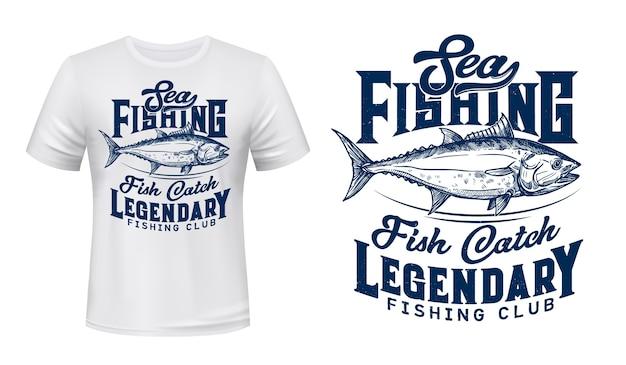 Camiseta sea fishing club estampada con atún. atún grande, pescado comercial de agua salada, ilustración grabada de trofeo de caza mayor y tipografía. impresión personalizada de ropa de club de pescadores Vector Premium