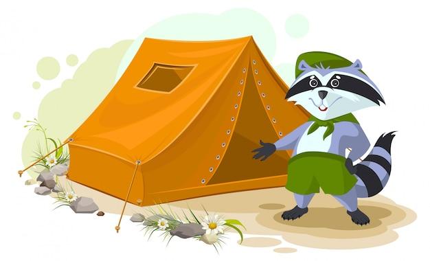 Campamento de vacaciones de verano. scout mapache de pie cerca de la tienda. conjunto de tienda turística de mapache. cámping Vector Premium
