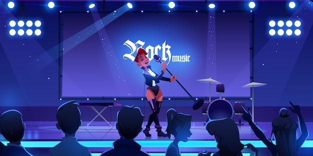Cantante en el escenario realizando concierto de música rock. mujer cantando la canción en la escena con el micrófono, los fanáticos de las personas viendo el espectáculo con instrumentos en vivo, equipos e iluminación. vector gratuito