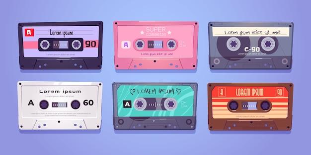 Casetes de audio, cintas retro, almacenamiento multimedia para música y sonido aislado en blanco vector gratuito