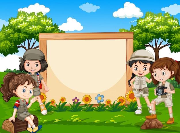 Chica de camping en banner de naturaleza vector gratuito