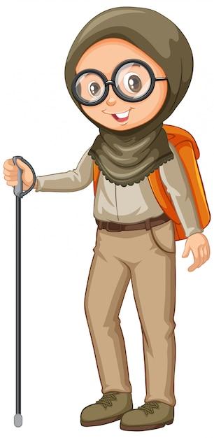 Chica musulmana en uniforme scout con bastón sobre fondo blanco. vector gratuito