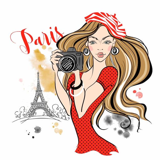 Chica turista con una cámara tomando fotos de las atracciones de parís. Vector Premium