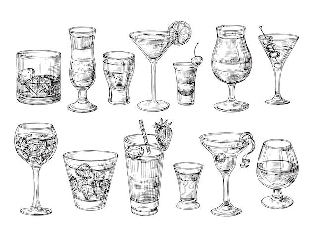 Cóctel dibujado a mano. bebidas alcohólicas en vasos. bosquejo de jugo, margarita martini. cóctel con ron, gin whisky vector set Vector Premium