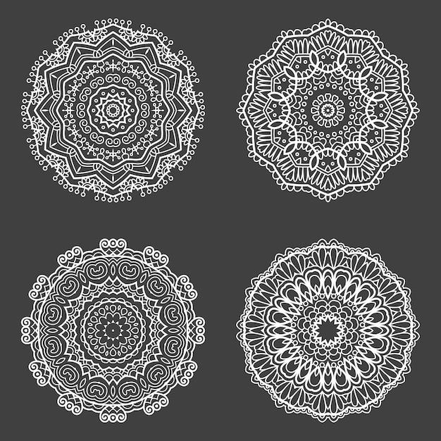 Colección de cuatro diseños de mandala decorativos. vector gratuito