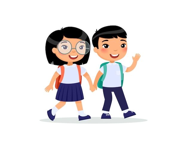 Compañeros de escuela que van al piso de la escuela. par de ...