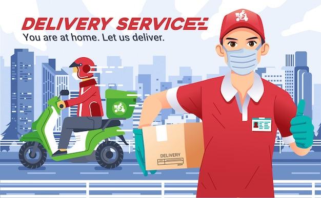 La compañía de servicios de entrega con un hombre con máscaras trae una caja y un pulgar hacia arriba, el mensajero de entrega envía el paquete montando una motocicleta y un casco, con el paisaje de la ciudad como fondo Vector Premium