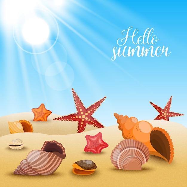 Composición de estrellas de mar en la playa conchas y estrellas de mar en la arena y título hola verano vector gratuito