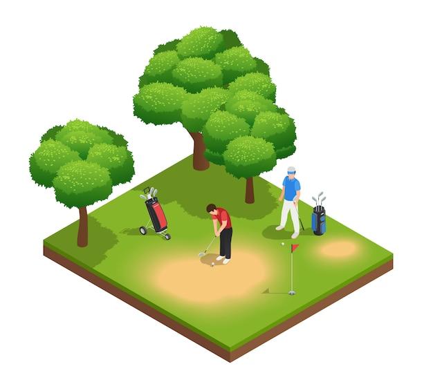 Composición isométrica de la vista superior del golf con dos deportistas que juegan en el agujero y los árboles de las bolsas del campo de golf vector gratuito