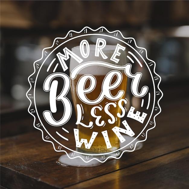 Concepto de letras del día internacional de la cerveza vector gratuito