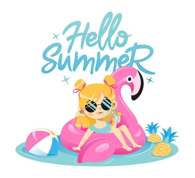 Concepto de vacaciones de verano. chica joven de moda está nadando en flamenco rosado de goma en la piscina bebiendo cócteles. lindo personaje femenino hipster en gafas de sol de glamour. Vector Premium