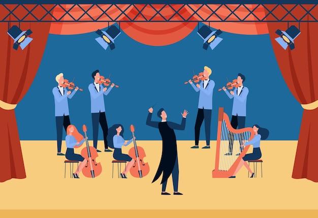 Conductor y músicos de pie en la ilustración plana del escenario del teatro. gente de dibujos animados tocando violín, violonchelo y arpa. vector gratuito