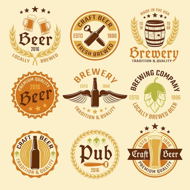 Conjunto de emblema de cerveza coloreada vector gratuito