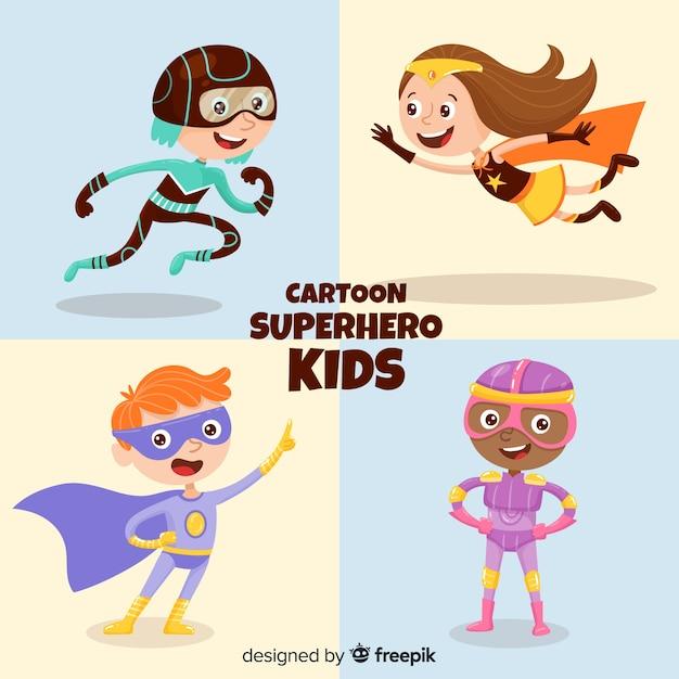 Conjunto de niños vestidos como superheroes vector gratuito