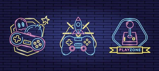 Conjunto de objetos relacionados con videojuegos en neón y estilo lineal. vector gratuito