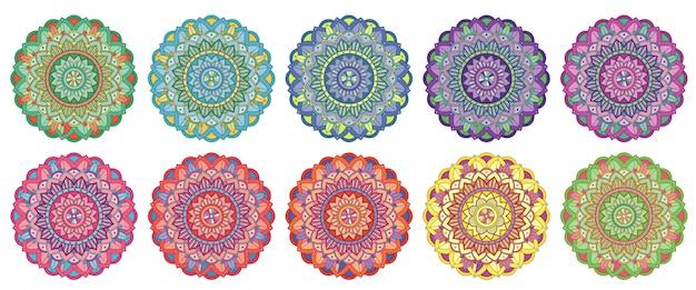 Conjunto de patrones de mandala en diferentes colores. vector gratuito