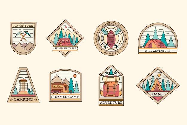 Conjunto de plantillas de insignias de camping y aventuras vintage Vector Premium