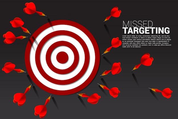Dart flecha golpeó fuera de la diana Vector Premium