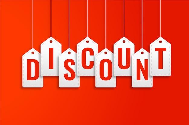Descuento etiquetas de precio colgantes sobre fondo rojo. vector gratuito