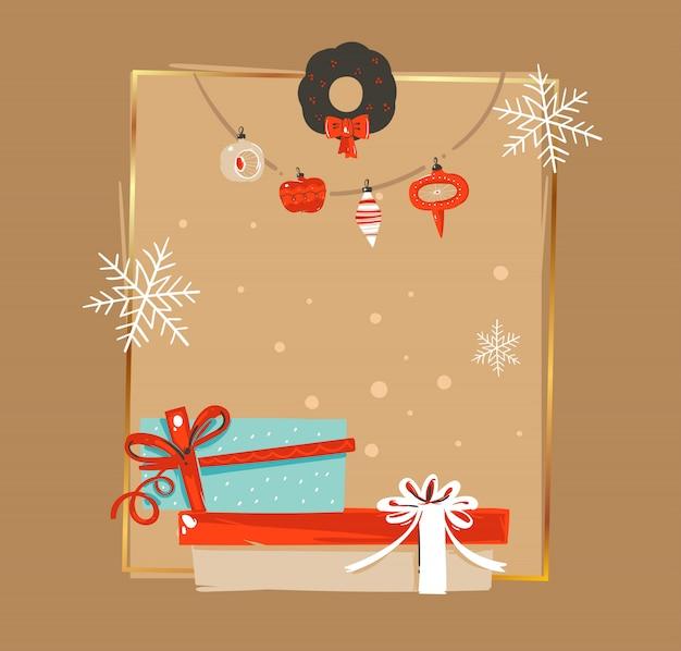 Dibujado a mano feliz navidad y feliz año nuevo tiempo vintage coon ilustraciones plantilla de etiqueta de tarjeta de felicitación con guirnalda de adorno de árbol de navidad y caja sorpresa sobre fondo marrón Vector Premium