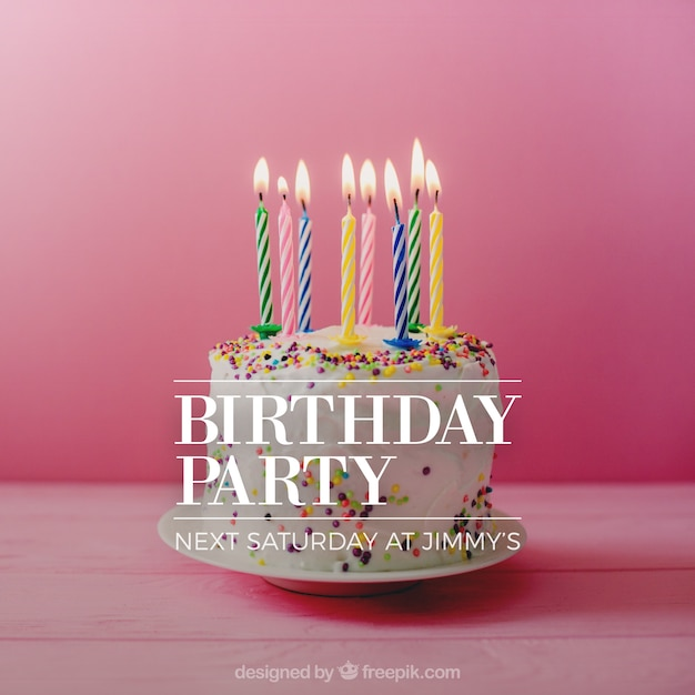 Diseño de invitación de cumpleaños con tarta Vector Gratis