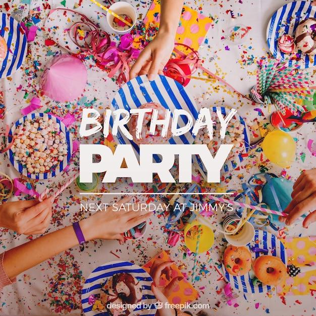 Diseño de invitación de cumpleaños Vector Gratis