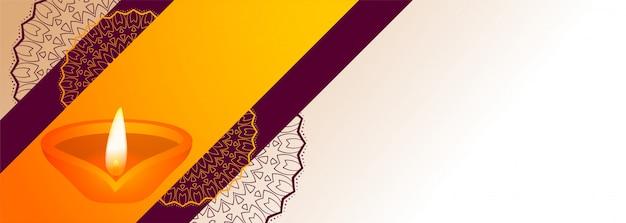 Diwali festival decorativo diya con banner de espacio de texto vector gratuito