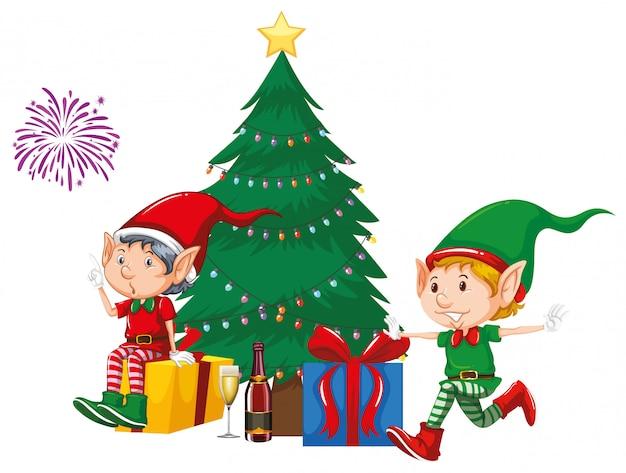 Dos duendes y regalos junto al árbol de navidad vector gratuito