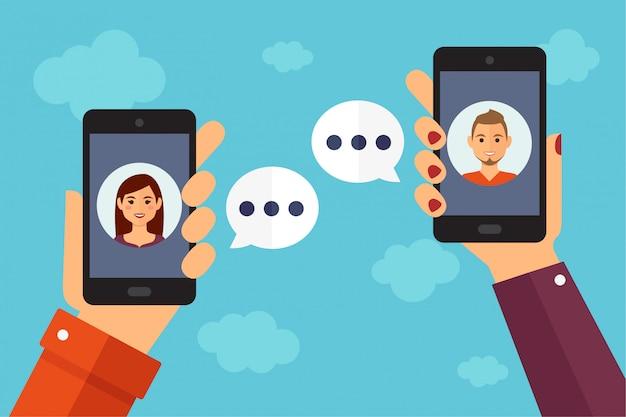 Dos personas chatean por teléfono móvil   Vector Premium