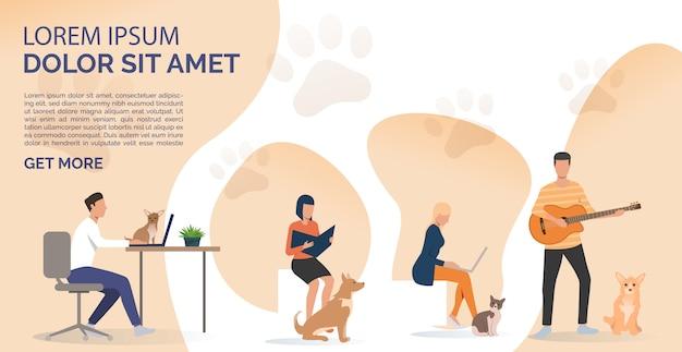 Dueños de mascotas leyendo un libro, trabajando en computadoras portátiles y tocando la guitarra vector gratuito