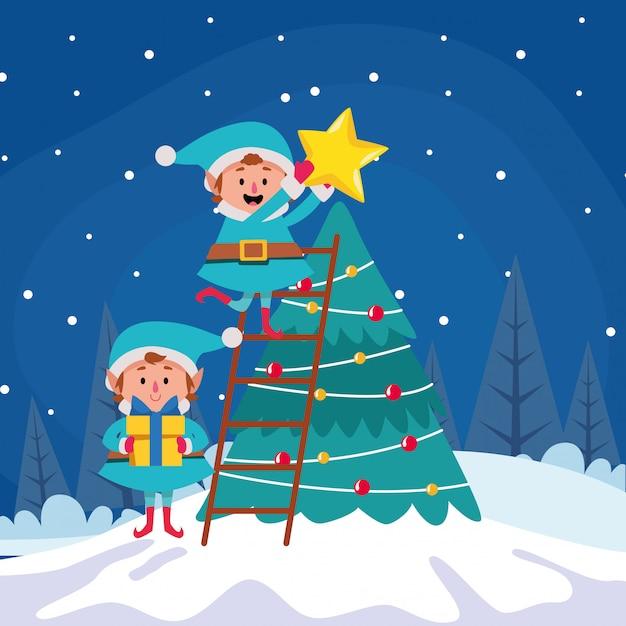 Elfos de navidad de dibujos animados poniendo una estrella en un árbol de navidad durante la noche de invierno, colorido, ilustración Vector Premium