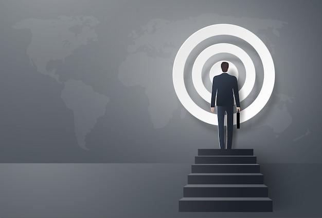 El empresario avanza hacia el objetivo, para ser exitoso. Vector Premium