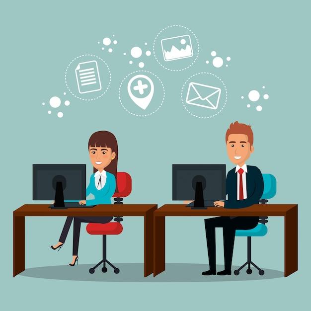 Empresarios en la oficina con iconos de marketing por correo electrónico vector gratuito
