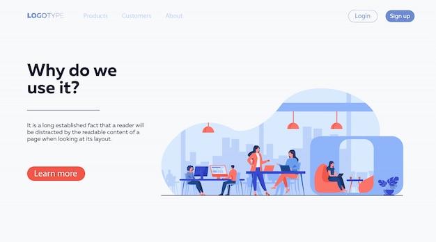 Equipo de negocios moderno trabajando en oficinas abiertas vector gratuito