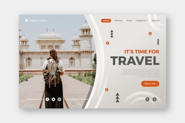 Es hora de viajar a la página de destino vector gratuito